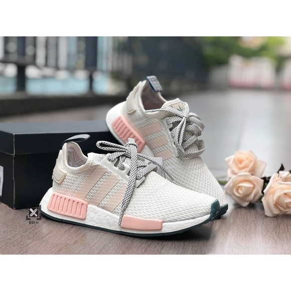 the best attitude 6138f 29380 NWT Adidas NMD R1 Cloud white/icey pink sz 8.5 NWT